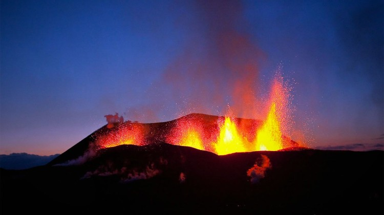 The 2010 Fimmvörðuháls eruption on Eyjafjallajökull volcano, Iceland. Photo: Wikimedia